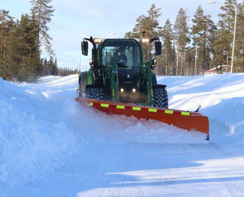 Diagonal plough Basic removes snow