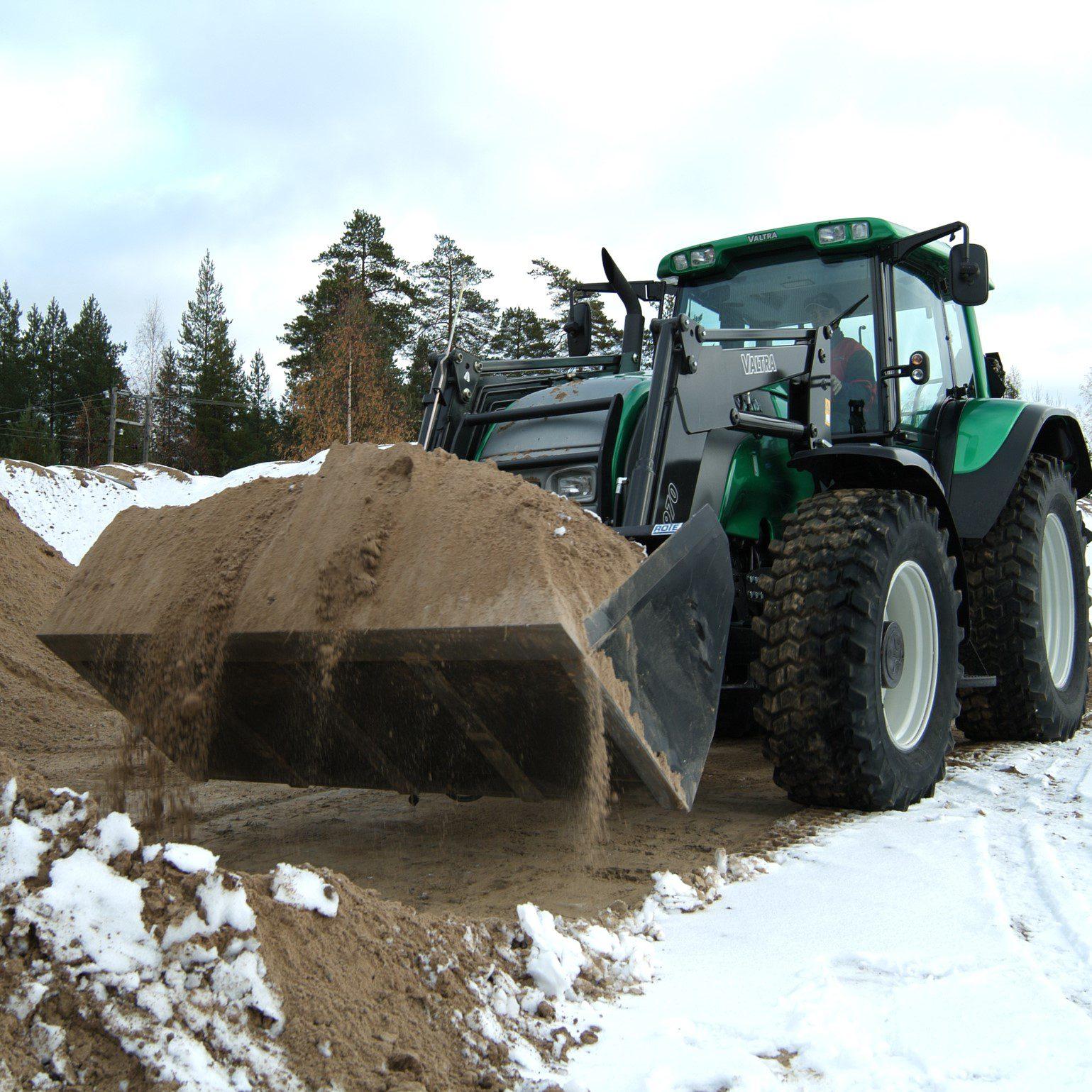 Gravel bucket at work